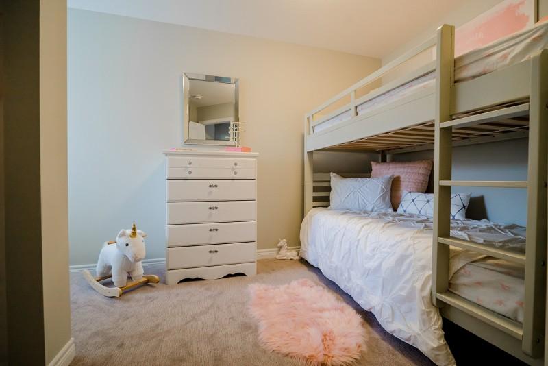 bunkbed in kids bedroom